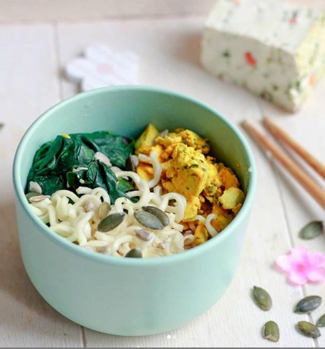 Tofu épinard noisette façon omelette et nouilles shirataki