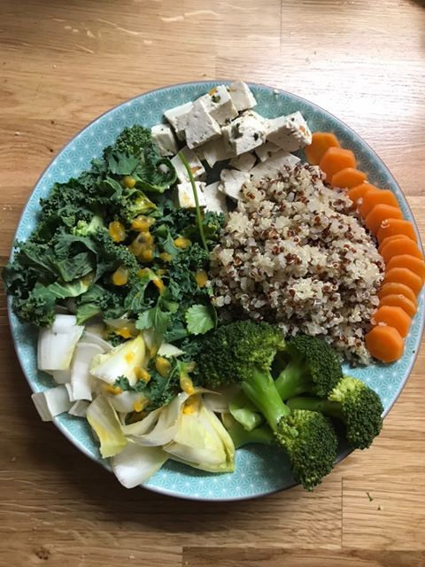 Salade veggie et tofu épinard noisette