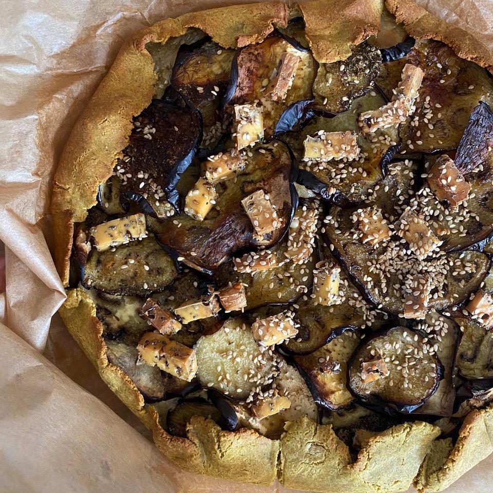Tarte rustique et tofu fumé au 5 graines