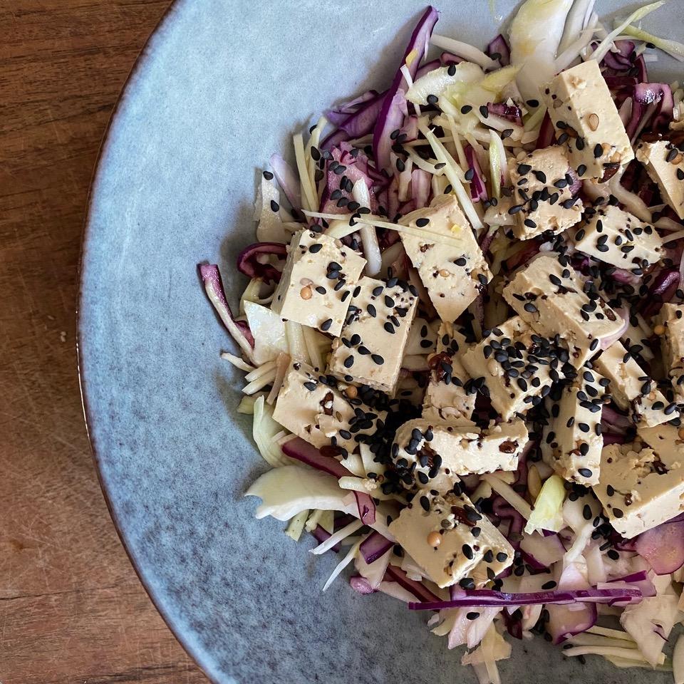Salade bowl au tofu aux 5 graines