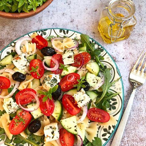 Salade grecque et tofu herbes